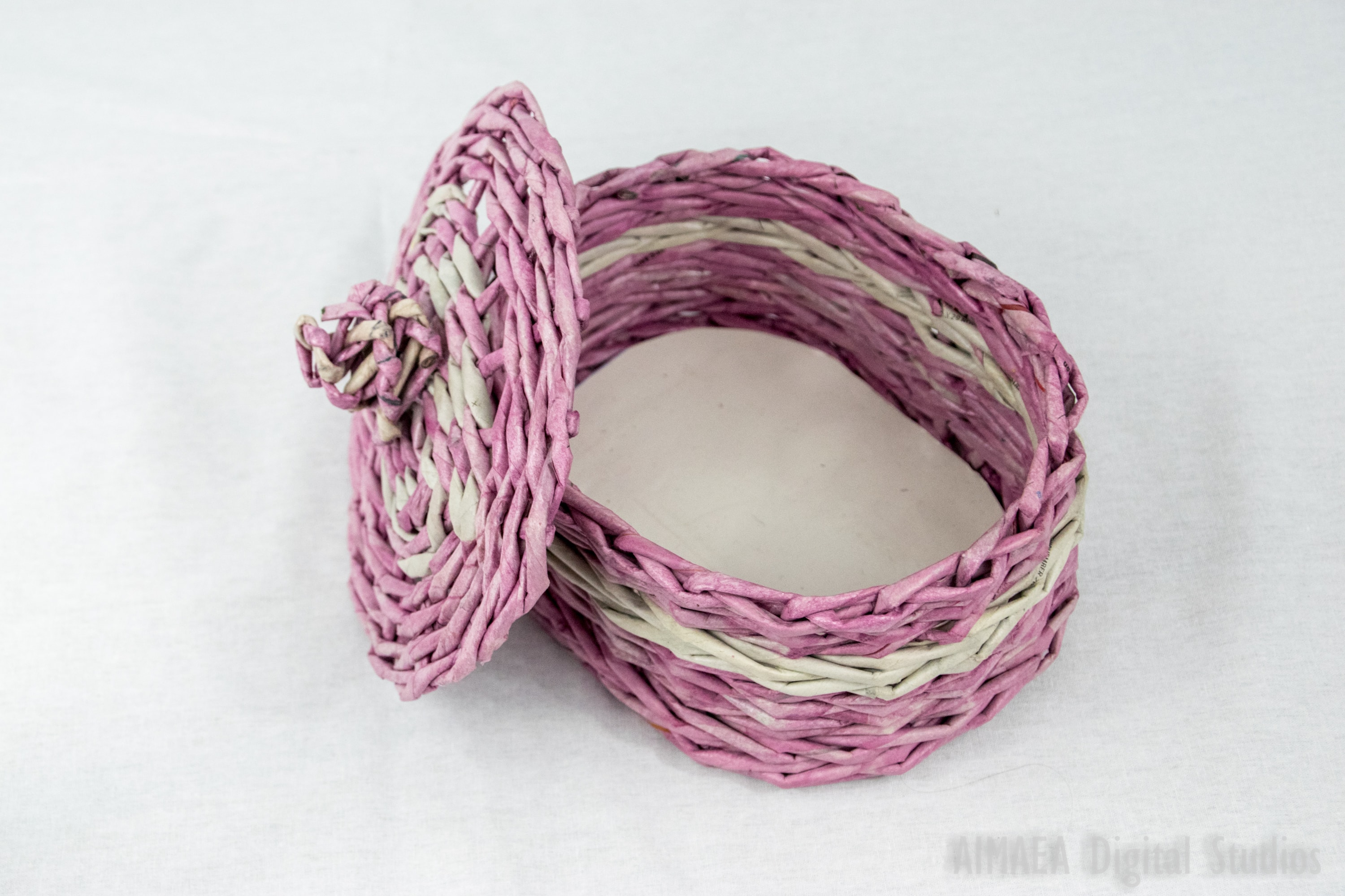 EDIGUMI Oval Pink-White Basket with Lid