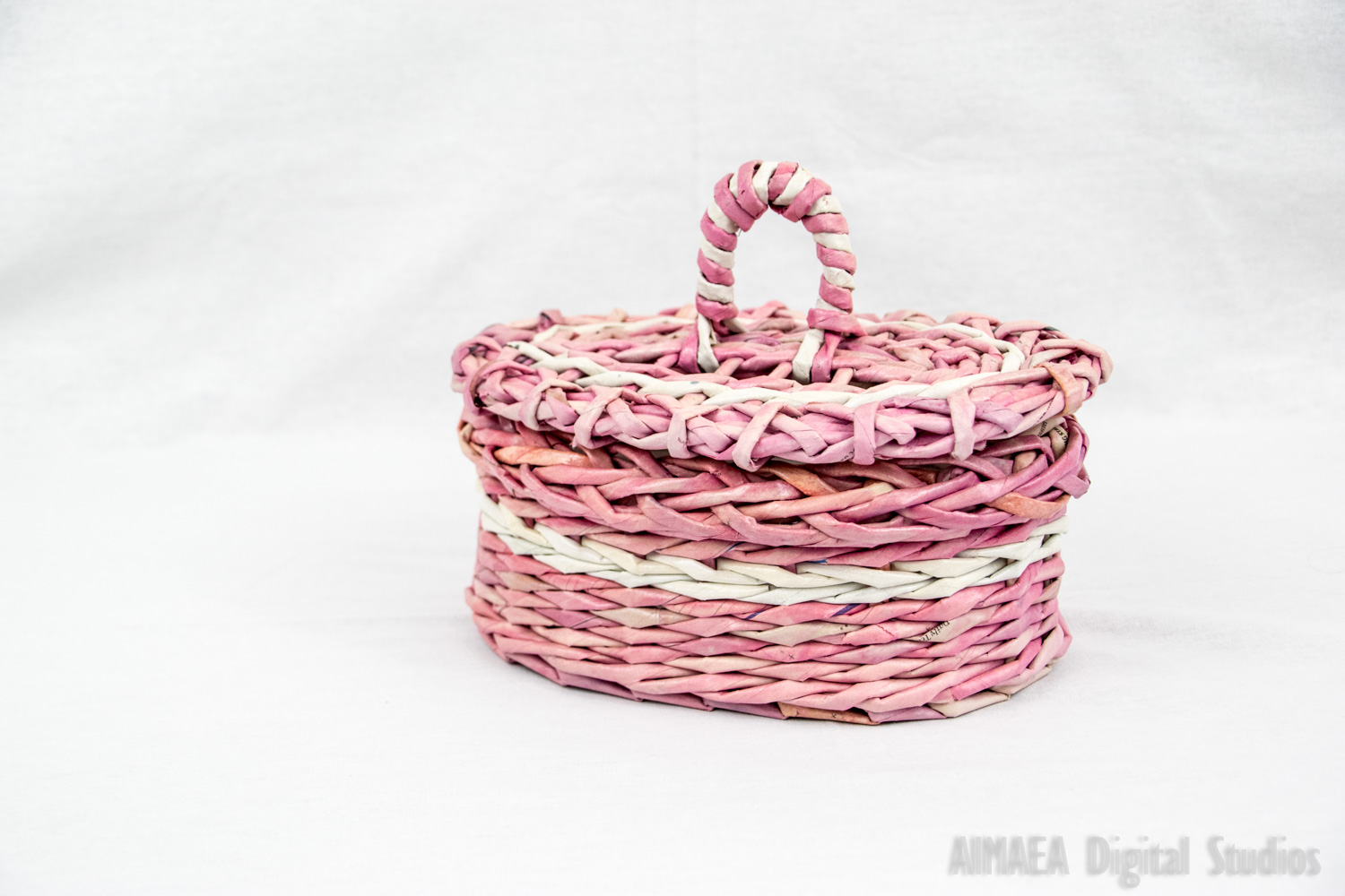 EDIGUMI Oval pink and white basket with a lid